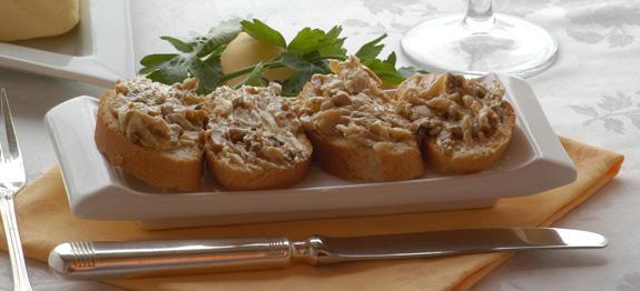 crostini con salsa di funghi champignon