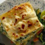 Lasagne vegetariane con melanzane, spinaci e pomodori